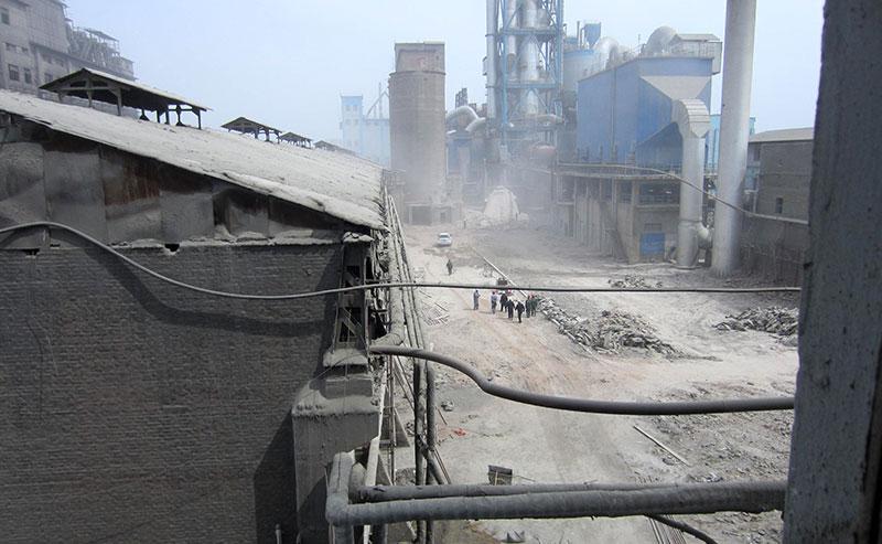抚顺水泥厂烟囱爆破拆除